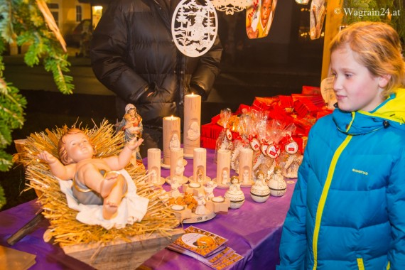 Krippe am Adventmarkt in Wagrain